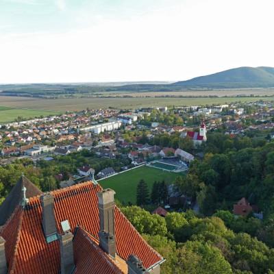 Jesenné panorámy z veže Smolenického zámku