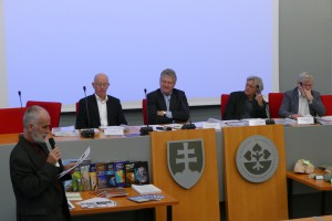 Zahraničných expertov - členov hodnotiaceho panelu v úvode predstavil Ing. Karol       Fröhlich, DrSc.,  podpredseda SAV pre 1. OV SAV.