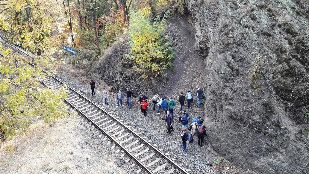 Účastníci exkurzie na lokalite Hlubočepy.