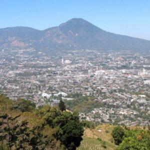 Časť hlavného mesta San Salvador pod stratovulkánom San Salvador