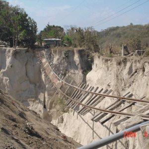 Devastácia železničnej trate eróziou v nesúdržných tufoch