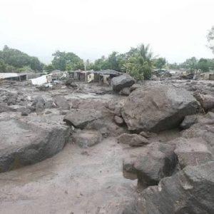 Devastácia obce lahárom (úlomkovým prúdom) pod vulkánom St. Vincent v roku 2008