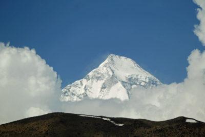 Severovýchodná stena Dhaulagiri (8167 m) z Muktinath (ca 3700 m).