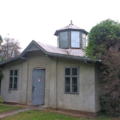 Seizmický pavilón svoju vnútornú a vonkajšiu podobu nezmenil od roku 1902. Foto: J. Madarás, 28. 5. 2018.