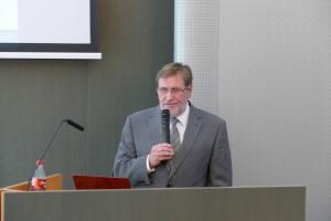 Riaditeľ ústavu RNDr. Igor Broska, DrSc. prezentoval aj víziu vedeckých činností a       možností spolupráce vedy s praxou.