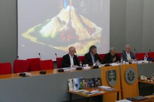 Členovia medzinárodného panelu - Martin Hynes, prof. Pär Omling, prof. Helmut Weissert       a prof. John Wood v závere hodnotiaceho mítingu.