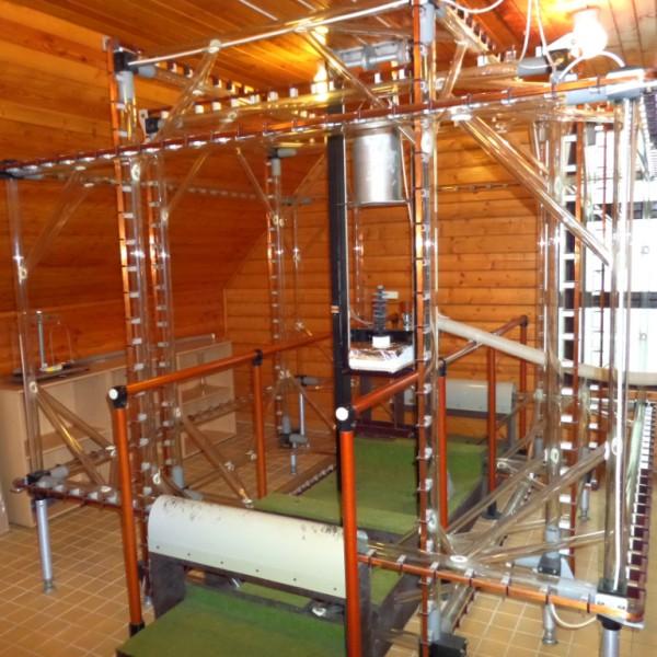 Termálne demagnetizačné zariadenie MAVACS. V strede helmholtzových cievok je umiestný držiak na vzorky. / Thermal demagnetization system MAVACS. In the middle of the Helmholtz coils is a sample holder.
