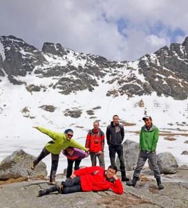 The Hincovo pleso glacial lake, High Tatra Mts. From the left: Ľ. Luhová, M. Orvošová, R. Milovský, J. Šurka, Hsun-Ming Hu (胡訓銘), in front: Chuan-Chou Shen (沈川洲).
