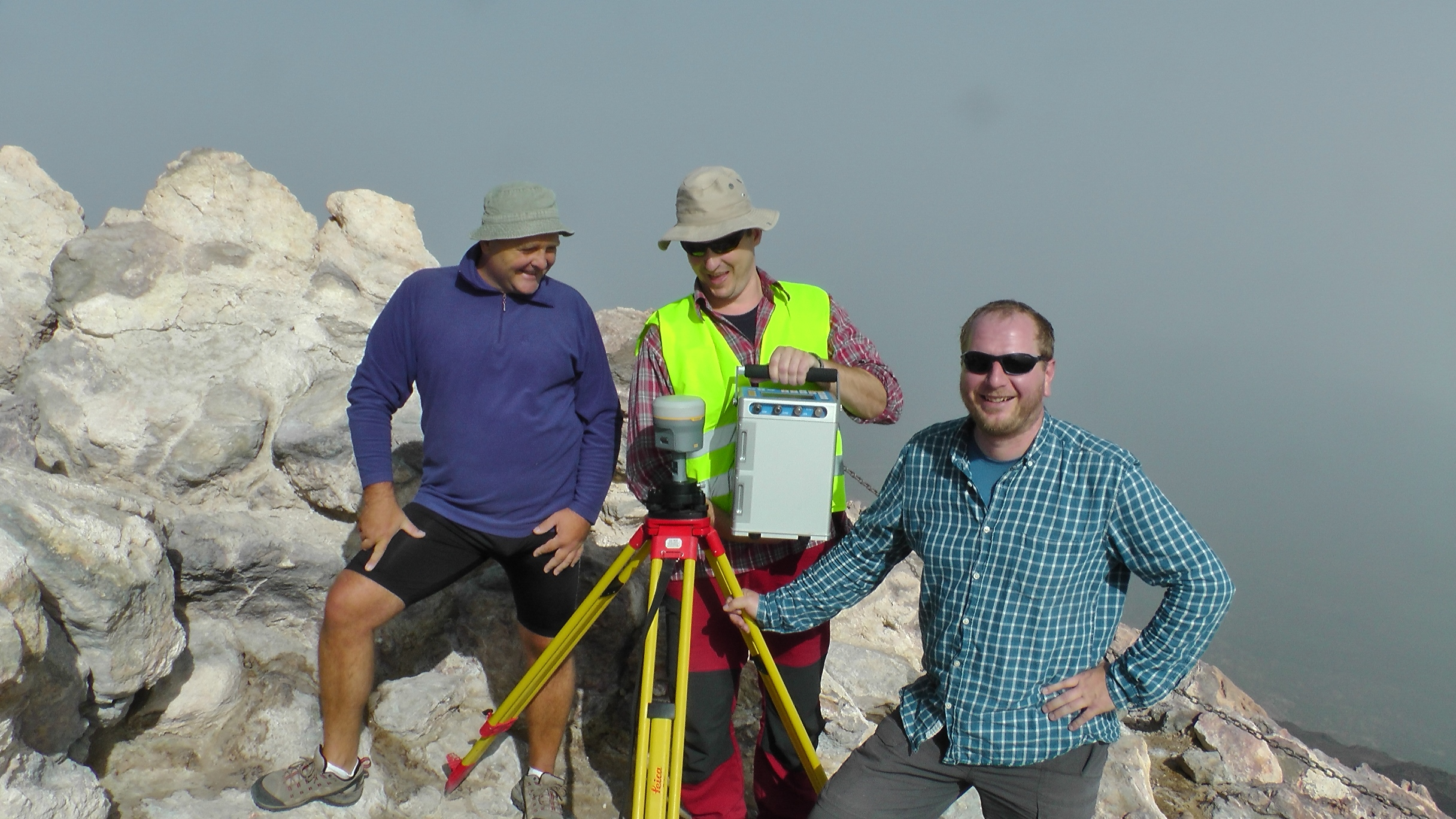 The crew at observing VGGs on the summit of Teide (3718 m a.s.l.).